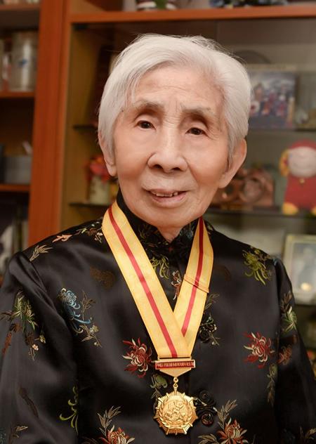 丝瓜成版人性视频app2015年9月荣获中国人民抗日战争胜利70周年纪念章。