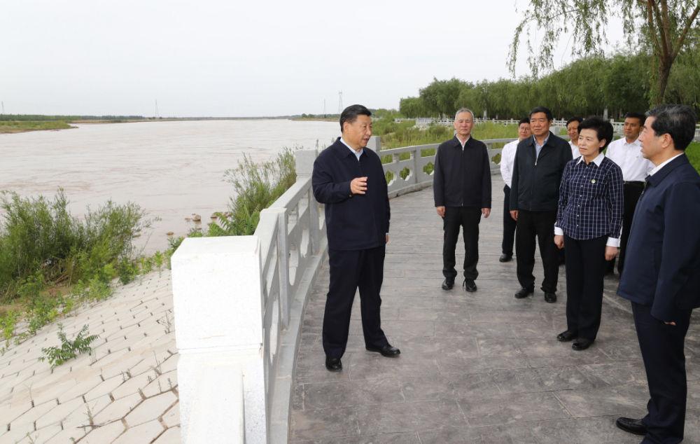 2020年6月8日,习近平在宁夏考察调研。新华社记者 鞠鹏摄