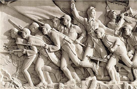 劉開渠 人民英雄紀念碑浮雕《勝利渡長江 解放全中國》(局部) 1958年立於北京天安門廣場