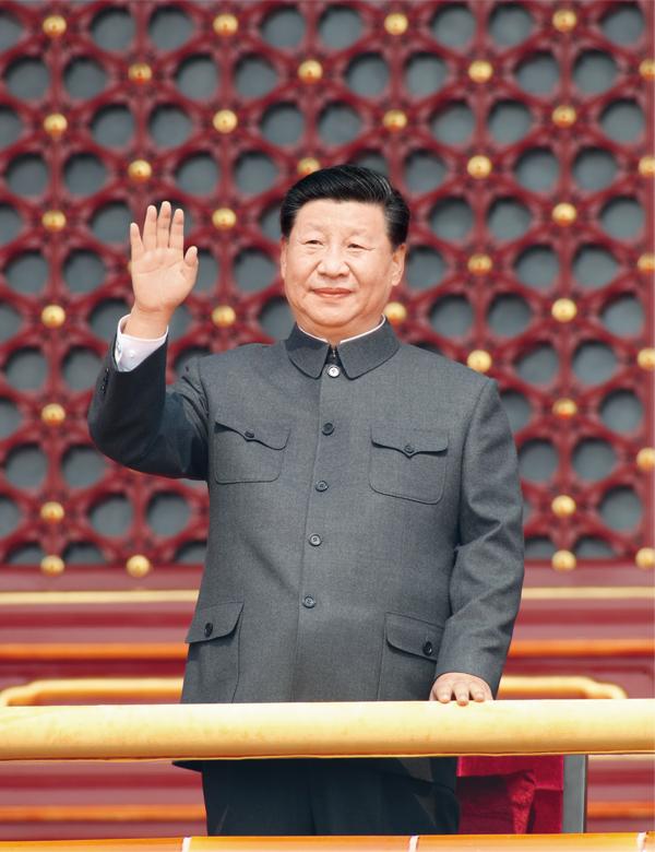 2019年10月1日,庆祝中华人民共和国成立70周年大会在北京天安门广场隆重举行。中共中央总书记、国家主席、中央军委主席习近平发表重要讲话并检阅受阅部队。这是习近平在天安门城楼上。  新华社记者 黄敬文/摄