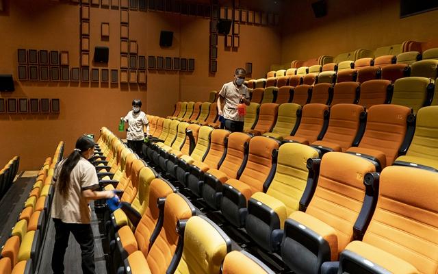 去年中國電影票房已問鼎全球第一,而即將到來的春節檔被寄予厚望。圖為武漢市部分電影院在疫情后恢復開放。