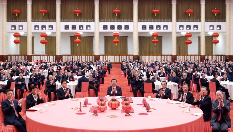 2月10日,中共中央、国务院在北京人民大会堂举行2021年春节团拜会。党和国家领导人习近平、李克强、栗战书、汪洋、王沪宁、赵乐际、韩正、王岐山等同首都各界人士欢聚一堂,共迎新春。新华社记者 王晔 摄