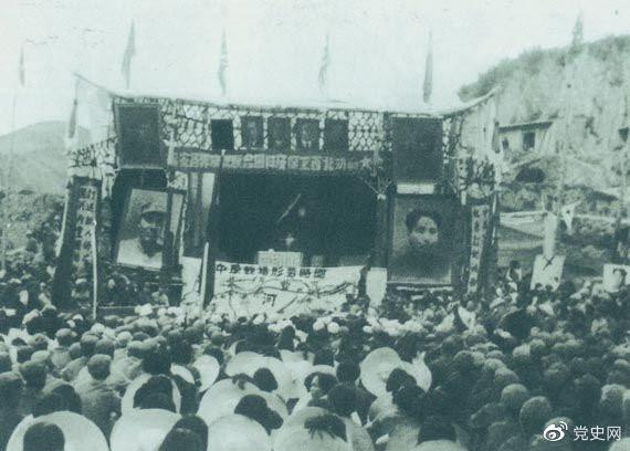 1947年3月8日,延安各界举行保卫边区、保卫延安动员大会。