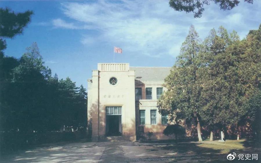 杨家岭革命旧址,位于延安城西北约3公里,是中共中央1938年11月至1947年3月的所在地。