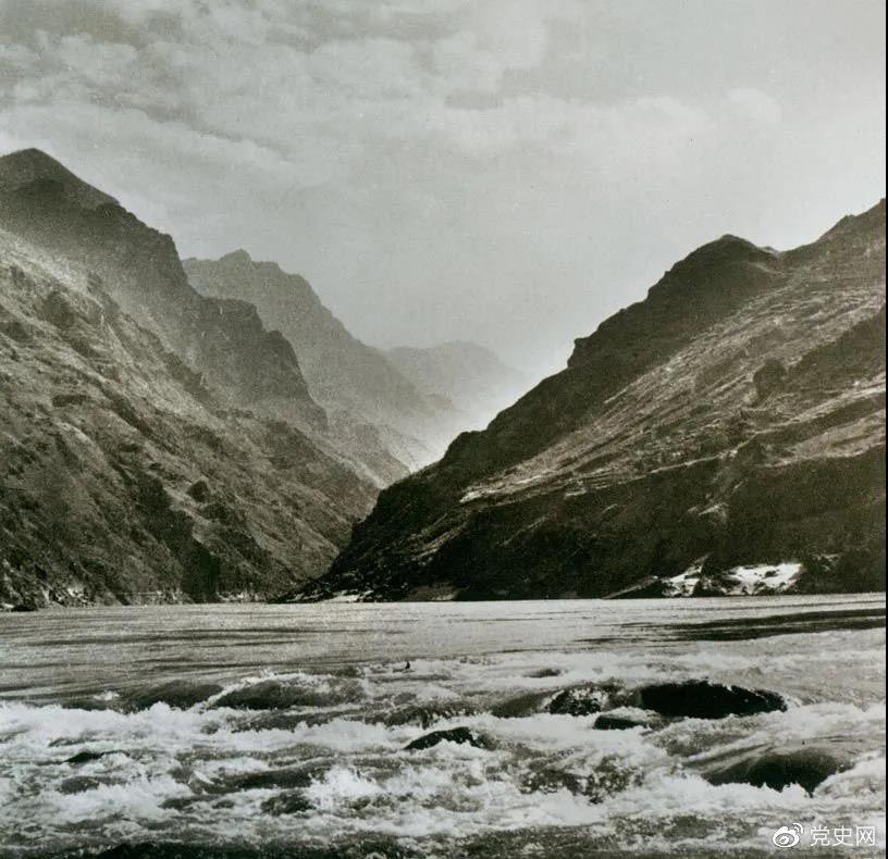 1935年5月3日至9日,红一方面军利用7条渡船从皎平渡全部渡过金沙江。