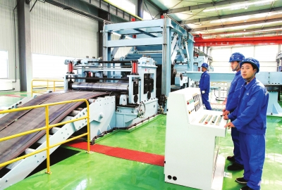 加大结构调整力度促产业转型升级