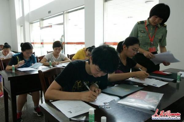 江苏海事职业技术学院的大二学生王谦出身军人