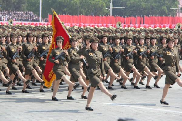 朝鲜阅兵式2013高清_高清:朝鲜举行阅兵式和群众游行庆祝国庆65周年_党建_共产党员网