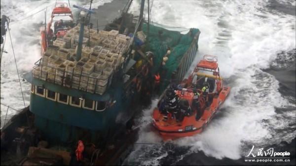 根廷击沉中国渔船_高清:韩海警拦截两艘中国渔船 发生冲突双方人员受伤