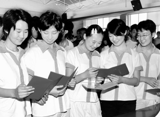 △青岛市第十七中学福彩班的学生们