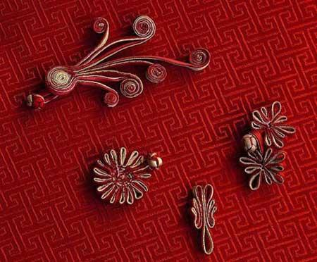 The knot button is a distinctive characteristic of traditional Chinese apparel.
