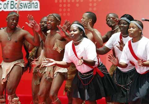 BotswanawelcomesExpovisitorsthesamewaytheydobackhome.Andthere'snobetterwaytoexpresstheirhospitalitythanwithaperformanceofsonganddance.