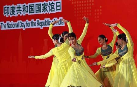 Artists from the Republic of India perform during a ceremony celebrating the National Pavilion Day of the Republic of India at the 2010 World Expo in Shanghai, east China, Aug. 18, 2010. (Xinhua/Ren Long)