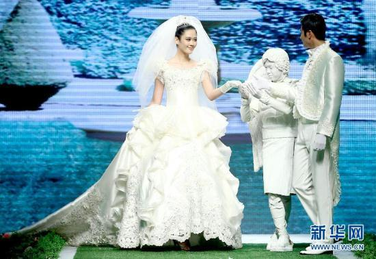 China Fashion Week: Wedding dresses and rabbit hair reign CCTV News ...