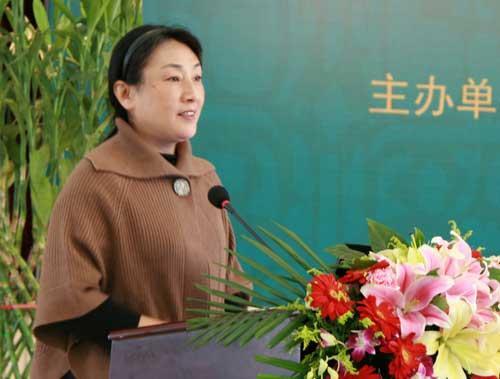 北京语言大学杨尔弘教授介绍年度流行语活动情况
