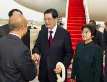 Le président Hu Jintao arrive au Cambodge