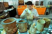 Bamboo carving brings great wealth <img src=/Library/english2008/english/image/video.gif />