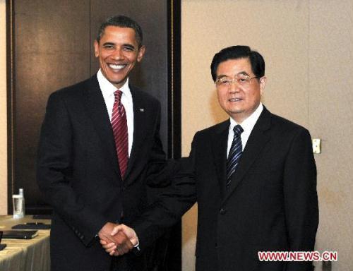 ChinesePresidentHuJintao(R)meetswithU.S.PresidentBarackObamainToronto,Canada,June26,2010.(Xinhua/LiXueren)