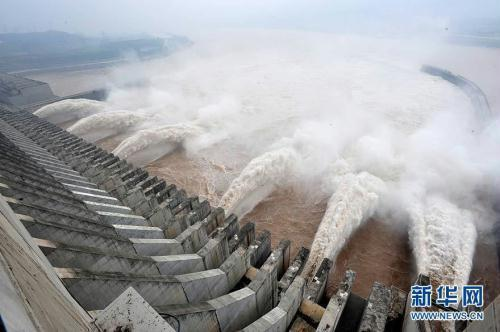 The Three Gorges Dam has increased its discharge volume from 34,000 cubic meters per second to 40,000.