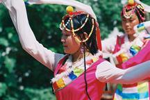 Tibetan opera attracts huge crowds