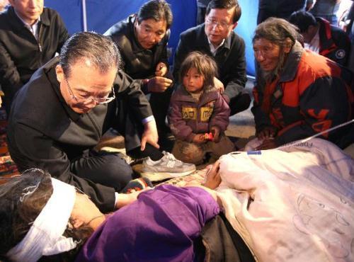 PremierWenJiabaoheldameetingonSaturdaytodiscussreconstructionworkinthequake-hitYushu,innorthwestChina'sQinghaiprovince.