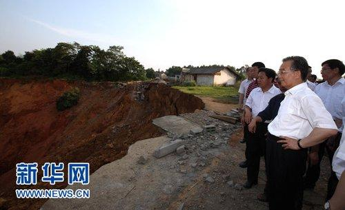 Premier Wen Jiabao has inspected flood prevention and control efforts in central China's Hunan Province.