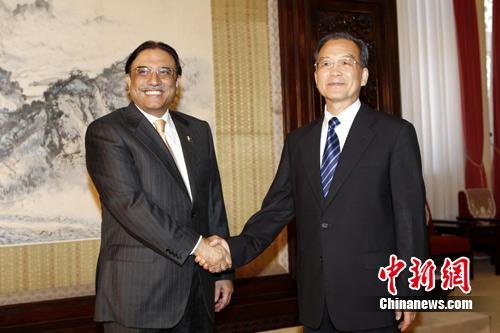 Premier Wen Jiabao has held talks with Pakistani President Asif Ali Zaradi in Beijing on expanding trade and economic cooperation.