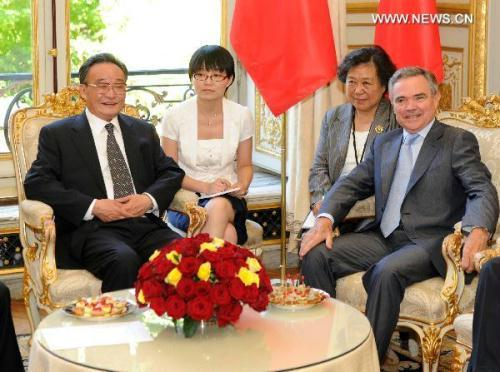 Wu Bangguo (L, front), chairman of the Standing Committee of China's National People's Congress (NPC), meets with Bernard Accoyer (R, front), speaker of French National Assembly, in Paris, capital of France, July 8, 2010.(Xinhua/Zhang Duo)