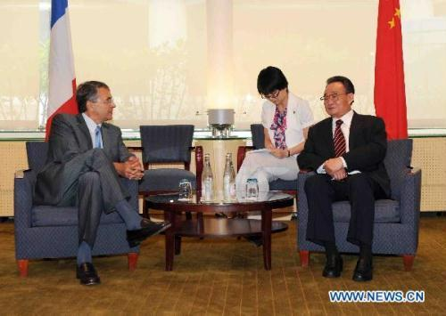 Wu Bangguo (R), chairman of the Standing Committee of China's National People's Congress, the country's top legislature, meets with Jean-Jack Queyranne (L), president of the Rhone-Alpes Regional Council, in Lyon, France, July 11, 2010. (Xinhua/Zhang Duo)