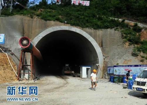 Rescuers say the ten workers trapped in a collapsed railway tunnel in south China's Guangxi Zhuang Autonomous Region are still alive.