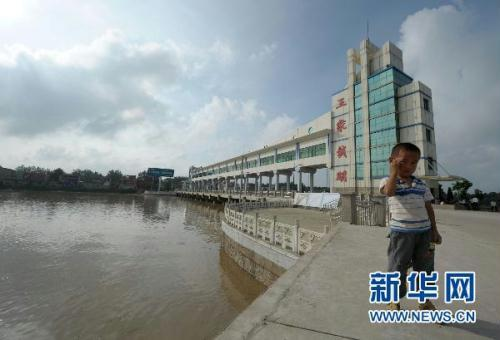 The crest passed the station, in Anhui province, 8 o'clock Wednesday night. The Huaihe's levels have risen to 28.4 meters, just one meter below the danger line. It's been at warning levels for three days now