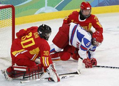 The Chinese women's ice hockey team is looking for its first win in Vancouver. It wrapped up round robin play with an 0-3 record after a tough 2-1 loss to Russia on Thursday.