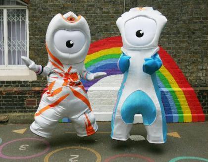 London2012launchesOlympicmascotWenlock(L)andParalympicmascotMandevilleonWednesday,May19,2010.ThetwocartoonanimationswerecreatedfromthelastdropsofsteelleftoverfromtheconstructionofthefinalsupportgirderfortheOlympicStadium.(XinhuaPhoto)