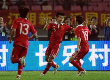 ChinatookonGermanfootballclubLeverkuseninafriendlymatchinJiangsu,EastChinaanditwasthehostswhoemergedvictorious.