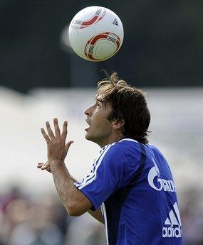Spanish soccer icon Raul exercises during the first training session of his new club FC Schalke 04 in Gelsenkirchen, Germany, Wednesday, July 28, 2010. The former national team captain of Spain joins FC Schalke 04 with a two-year contract after playing 15 seasons for Real Madrid.(AP Photo/Martin Meissner)