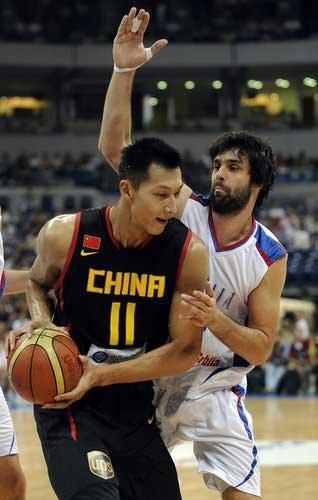 These are tough times for China's men's basketball team. The squad came into its match with Serbia on a 4-game losing streak. Could the players turn it around against the European powerhouse during another warm-up for the World Championship?