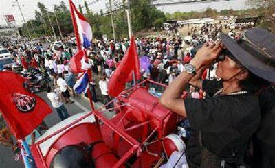 Anti government 'red-shirt' protesters block a main road leading into Bangkok April 25, 2010. REUTERS/Sukree Sukplang