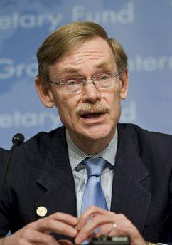 Robert Zoellick, President of the World Bank Group, speaks with reporters during a press conference at World Bank headquarters in Washington Sunday, April 25, 2010. (AP Photo/Cliff Owen)