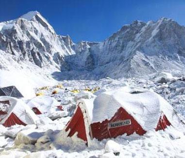 雪后的帐篷