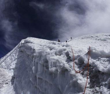 冰脊上的安全绳