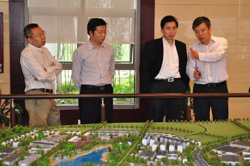 ... 考察组介绍白酒金三角泸州酒业集中发展区建设规划
