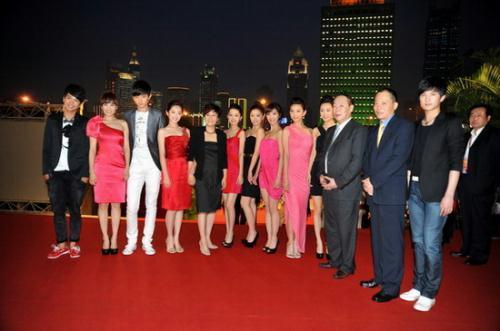 新《红楼梦》剧组和上海文广领导
