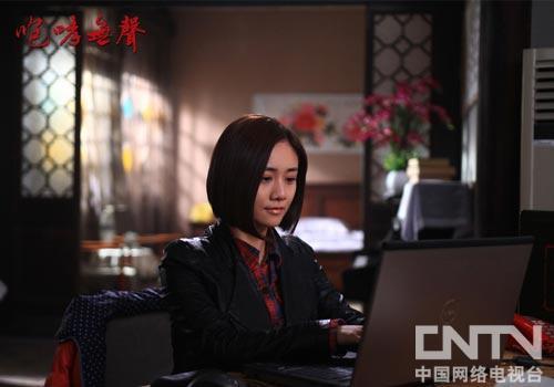 刘芸饰演的80后青年万云带着姑婆的日记本找寻历史