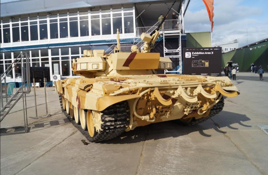 日前,有照片顯示俄羅斯最新研發的T09-06型主動防御系統已經裝備在T-72B3主戰坦克上進行測試。該系統目前正在接受驗證測試。
