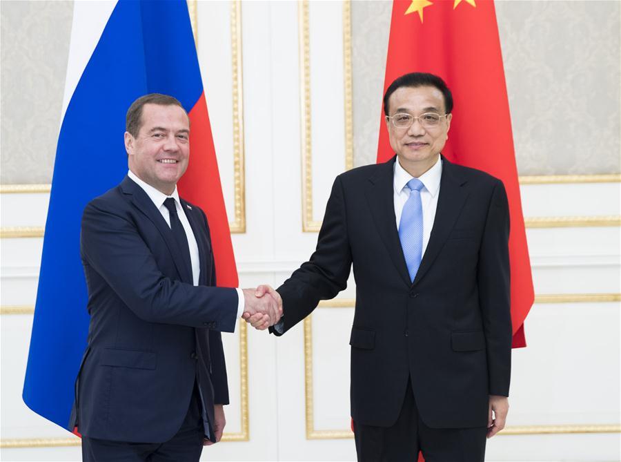 Chinese Premier Li Keqiang meets with Russian Prime Minister Dmitry Medvedev in Tashkent, Uzbekistan on Nov. 1, 2019. (Xinhua/Liu Weibing)