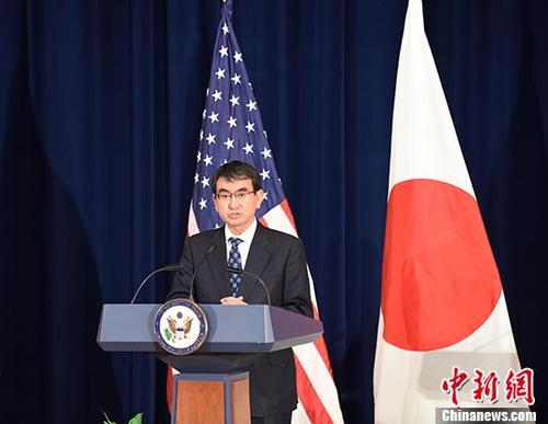 """""""当地时间8月17日,美日安全磋商委员会会议(""""2+2"""")在美国首都华盛顿举行。图为日本外务大臣河野太郎在会后回答记者提问。"""