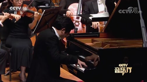 """[CCTV音乐厅]《黄河》钢琴协奏曲 根据冼星海""""黄河大合唱""""创作 第一乐章 钢琴:孙颖迪 指挥:张国勇 协奏:国家大剧院管弦乐团"""