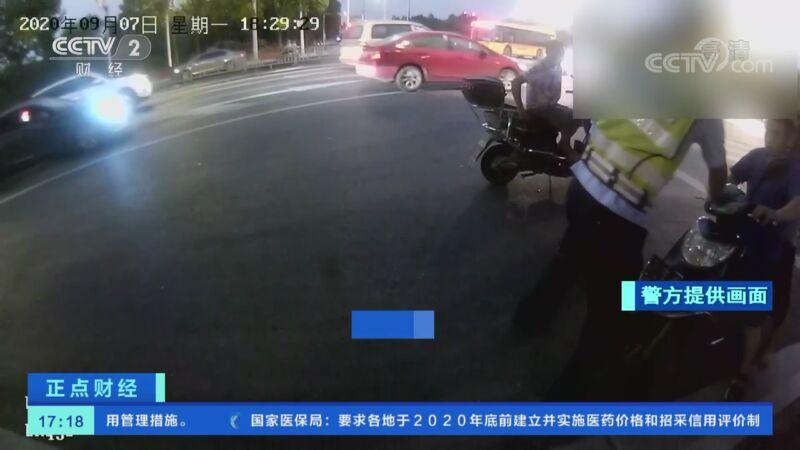 [正点财经]浙江绍兴:男子因骑车未佩戴头盔被罚 并咬伤执法人员