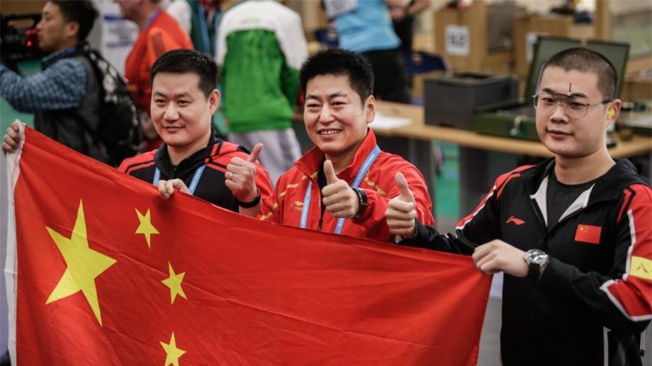 [图]首金!中国获男子25米手枪军事速射团体冠军
