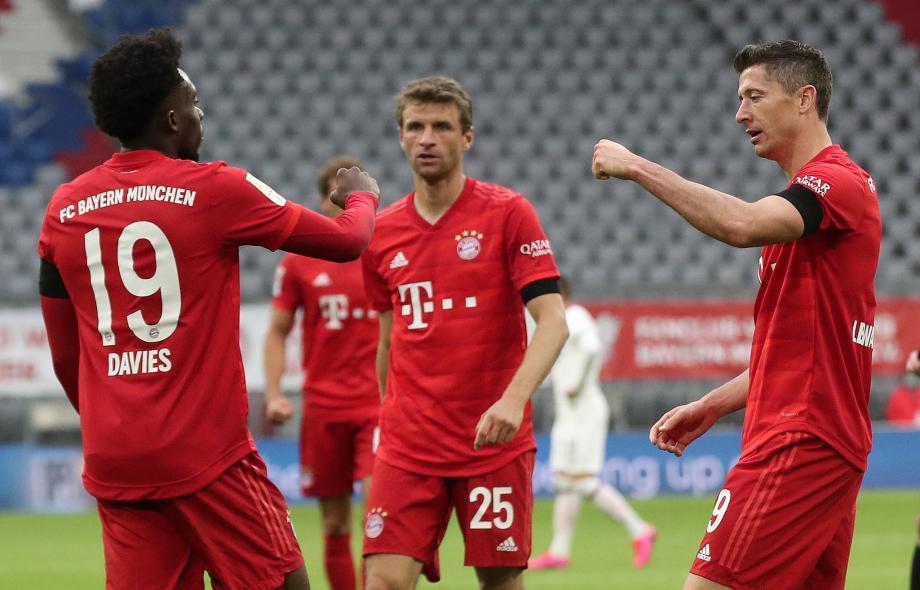 德甲-穆勒戴维斯传射莱万破门 拜仁5-2法兰克福